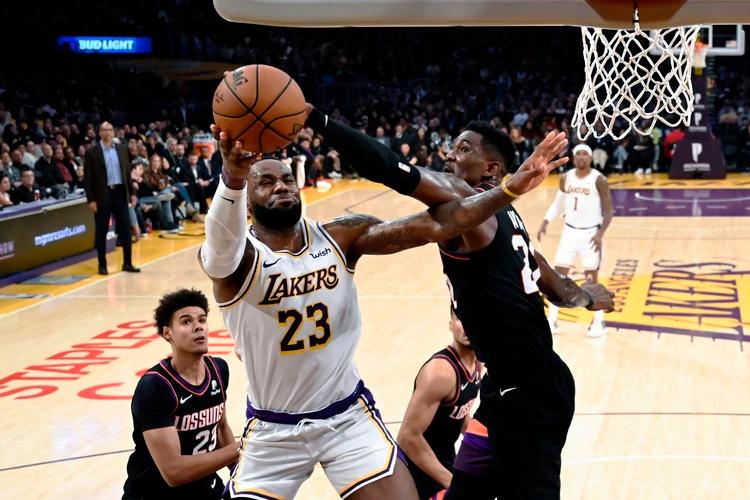 Los Angeles Lakers vencieron a los Phoenix Suns dentro de las primeras fechas del año en la Conferencia Oeste