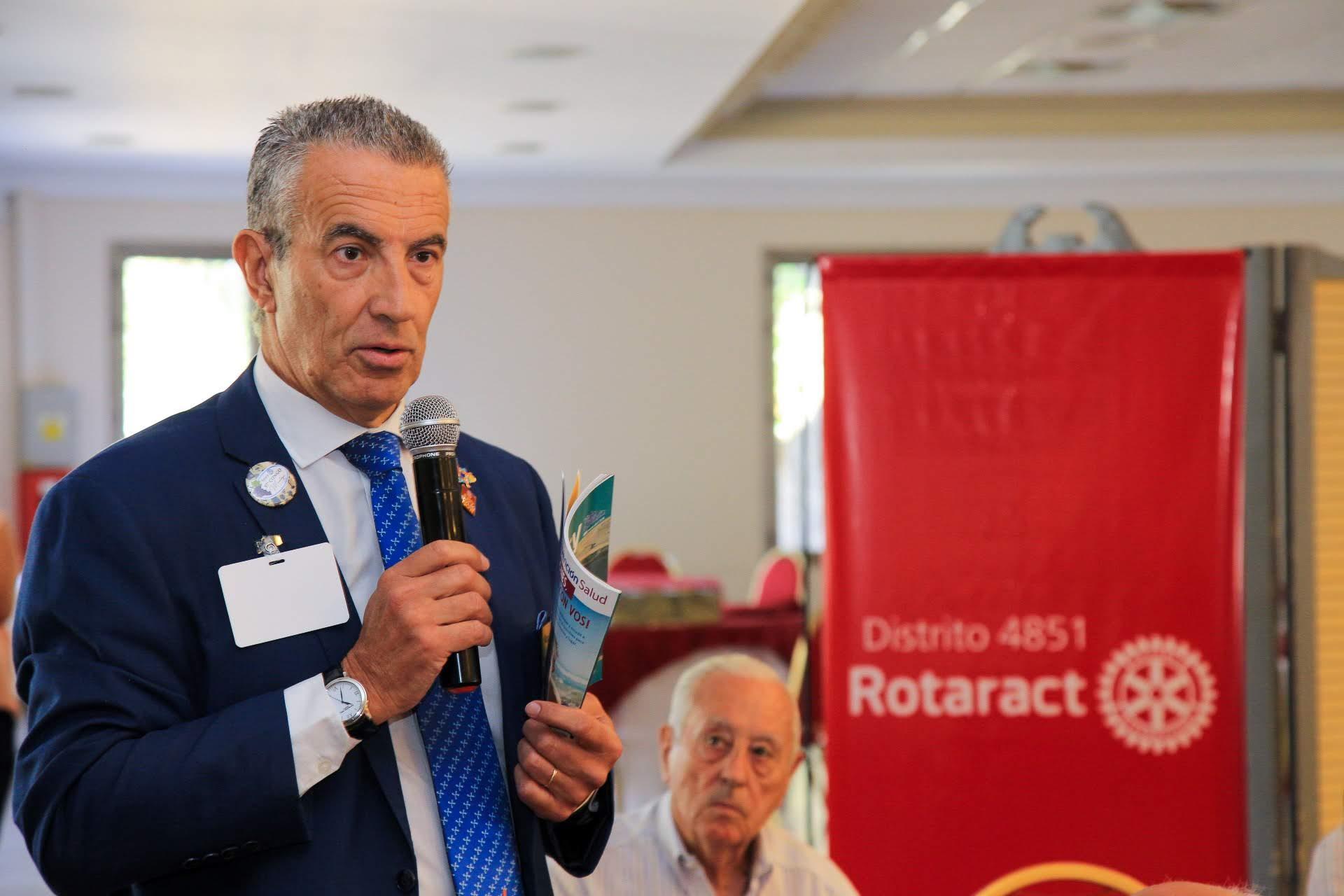 Nota con el Gobernador del Distrito 4851 Rotary Internacional